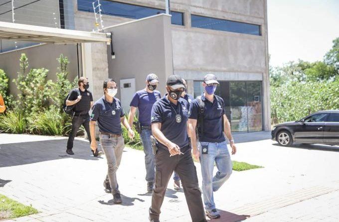 Agentes vasculham escritório de filho de Reinaldo e chaveiro é acionado para abrir cofre
